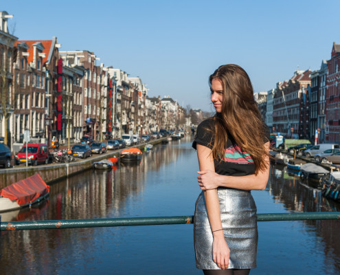 Outfit Nike air max along the Amsterdam canals